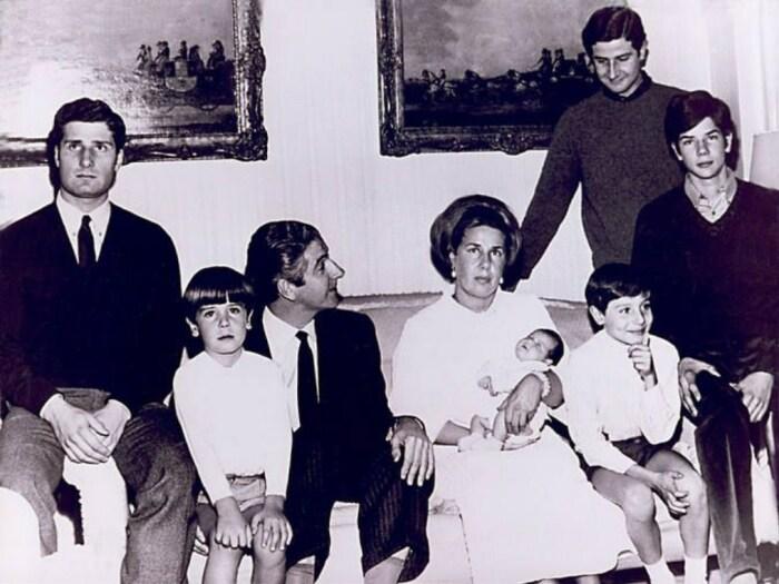 Каэтана Альба с первым мужем и детьми. / Фото: www.pinimg.com