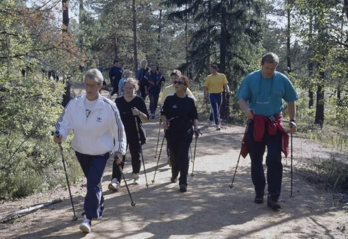 Скандинавская ходьба стала популярна во всём мире. / Фото: www.helsinkikuvia.fi