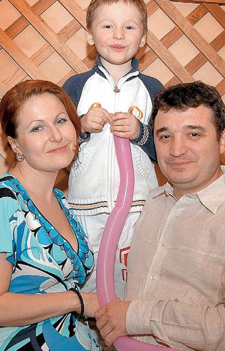 Максим Калинин с женой и сыном. / Фото: www.eg.ru
