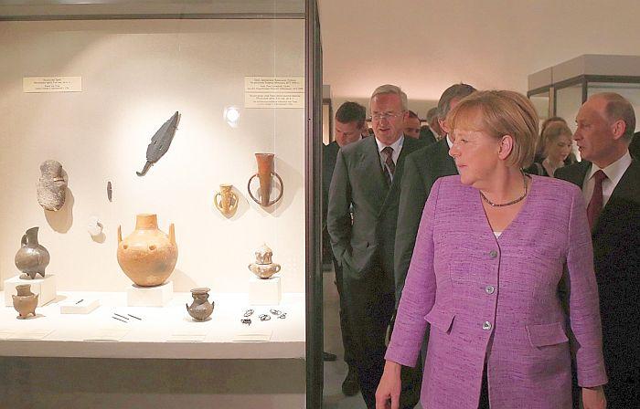 Ангела Меркель в Эрмитаже. / Фото: www.bz-berlin.de
