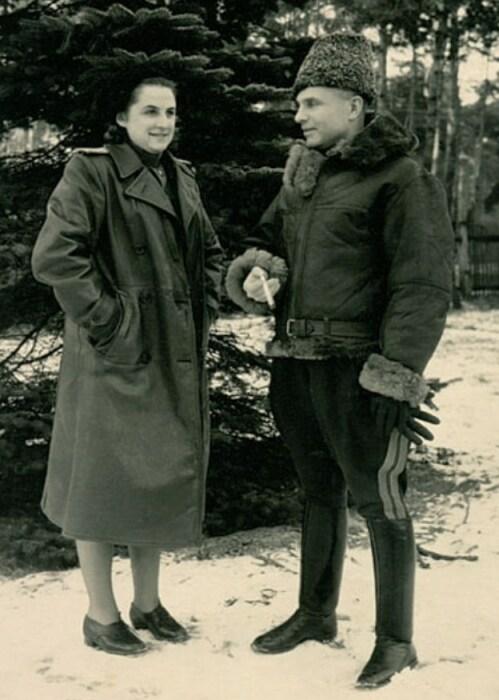 Василий Казаков со своей будущей женой Светланой Смирновой. / Фото: www.marshalkazakov.ru