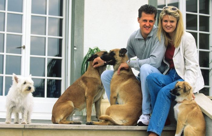 Михаэль и Коринна Шумахер с домашними любимцами. / Фото: www.cosmo.ru