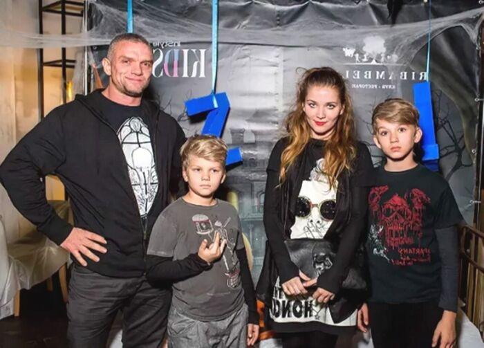 Владимир Епифанцев и Анастасия Веденская с сыновьями. / Фото: www.spleten.net