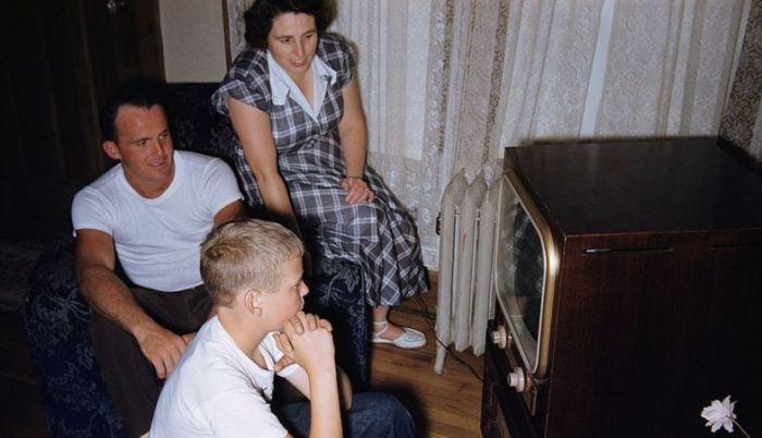 Некоторые британцы до сих пор смотрят чёрно-белый телевизор. / Фото: www.bbc.com