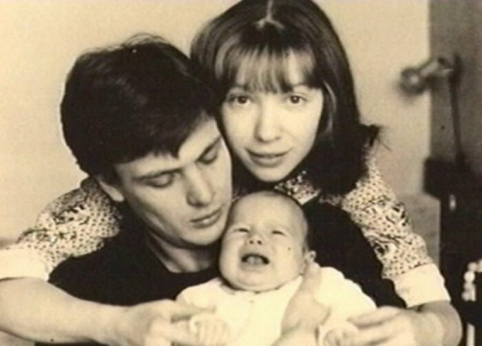 Юрий Мороз и Марина Левтова с дочерью. / Фото: www.rustars.tv