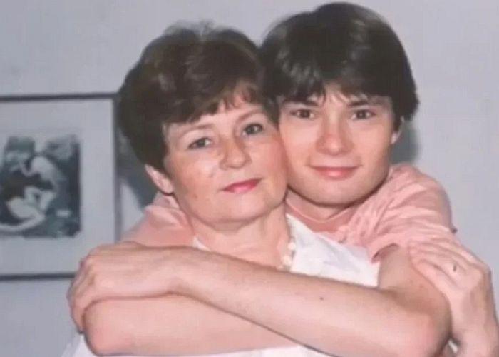 Елена Никитина с сыном Вадимом. / Фото: www.yandex.net