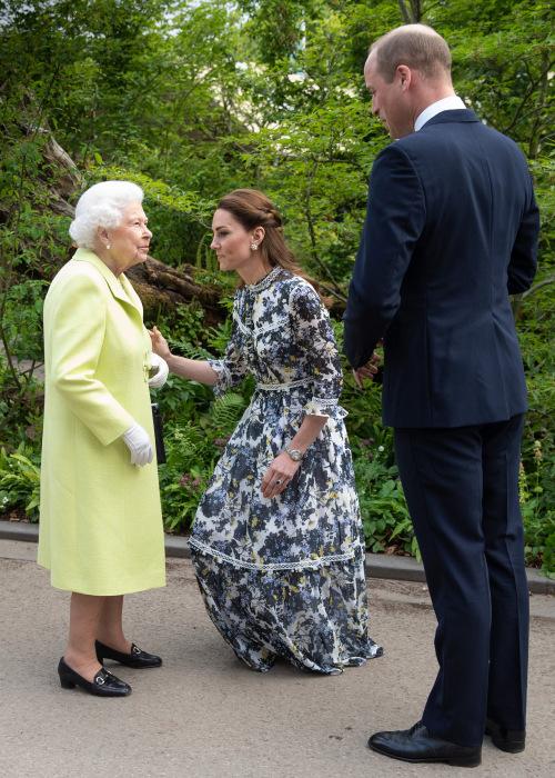 Кейт Миддлтон, принц Уильям и Елизавета II. / Фото: www.thesun.co.uk