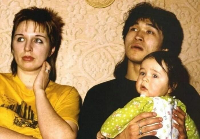 Виктор и Марьяна Цой с сыном. / Фото: www.odnaminyta.com