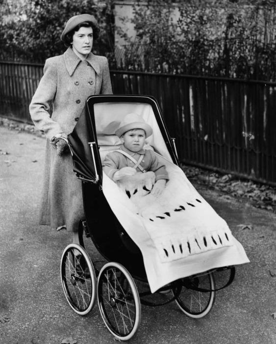 Мейбл Андерсон на прогулке с принцем Чарльзом. / Фото: www.gettyimages.pt