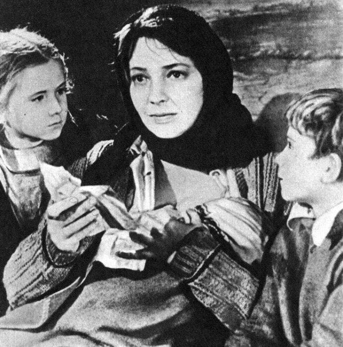 Ирина Скобцева в фильме «Аннушка». / Фото: www.istoriya-kino.ru