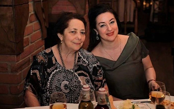 Тамара Гвердцители с мамой. / Фото: www.biograph.online