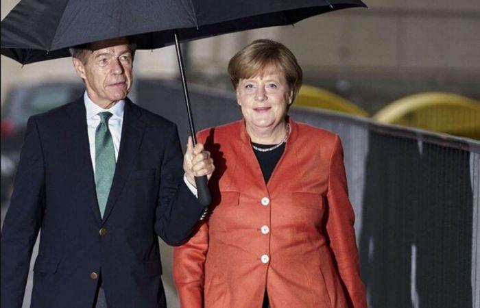 Ангела Меркель и Иоахим Зауэр. / Фото: www.femmeactuelle.fr