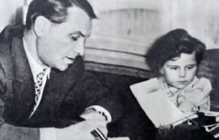 Марк Бернес с дочерью. / Фото: www.homsk.com