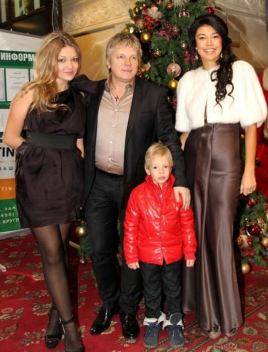 Виктор Салтыков со второй женой  Ириной и детьми Анной и Святозаром. / Фото: www.eg.ru