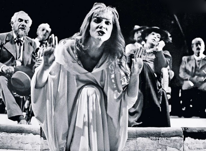 Ирина Селезнева на сцене тель-авивского театра. / Фото: www.7days.ru