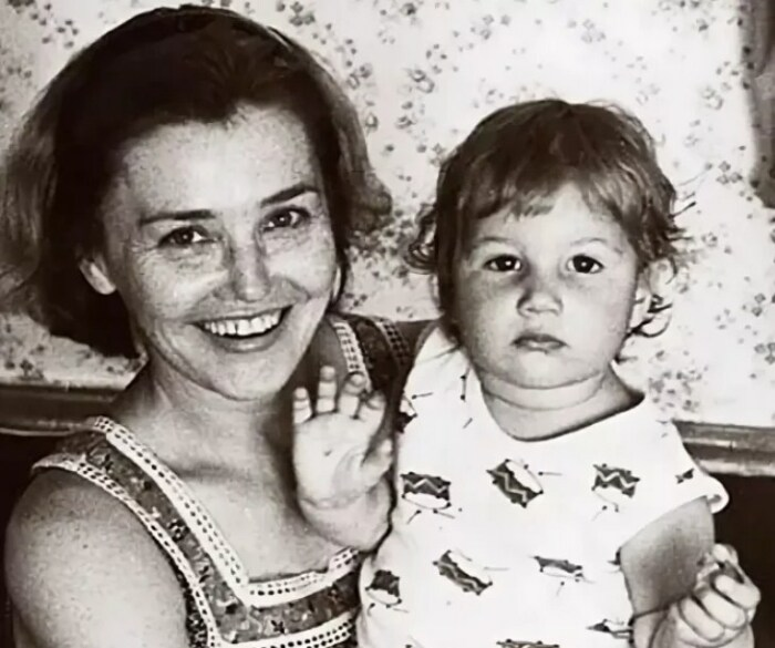Жанна Прохоренко с дочерью. / Фото: www.yandex.net