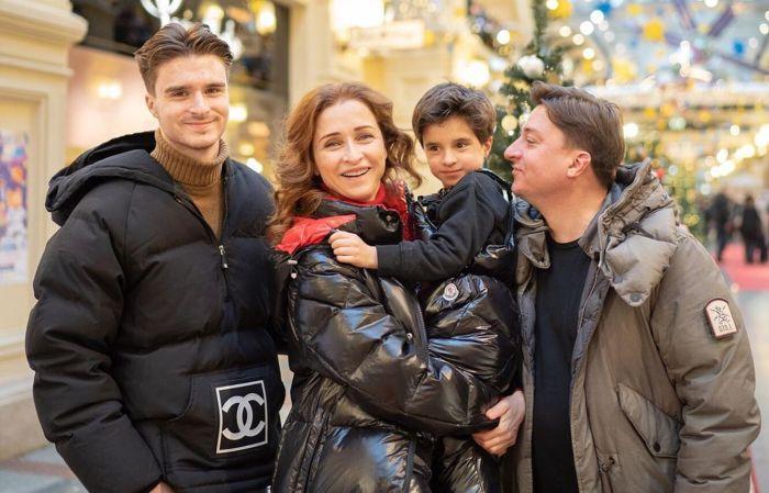 Максим Лагашкин и Екатерина Стулова с сыновьями. / Фото: www.goodhouse.ru