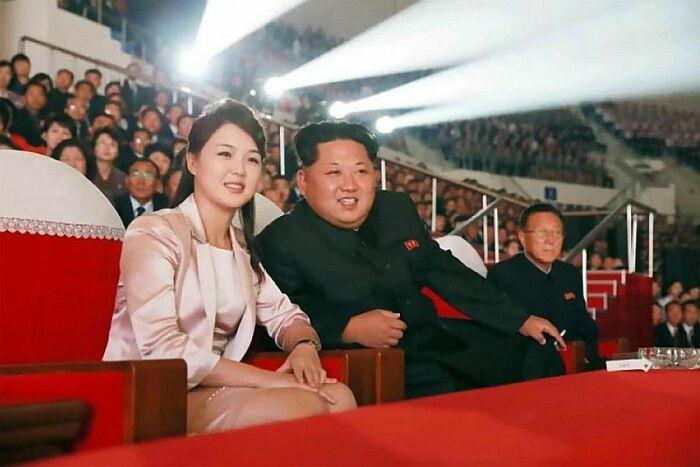 Ким Чен Ын и Ли Соль Чжу. / Фото: www.thesun.co.uk