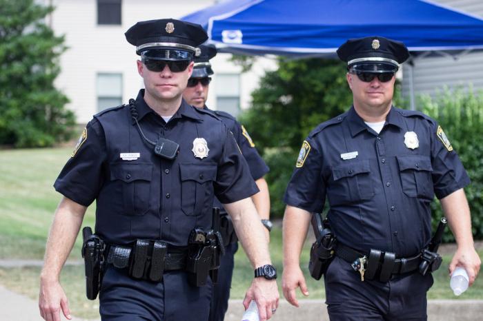 Соседи могут вызвать полицию без предупреждения. / Фото: www.lawyer-monthly.com