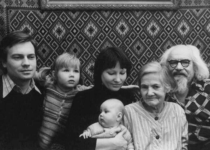 Юозас Киселюс с семьёй. / Фото: www.kino-teatr.ru