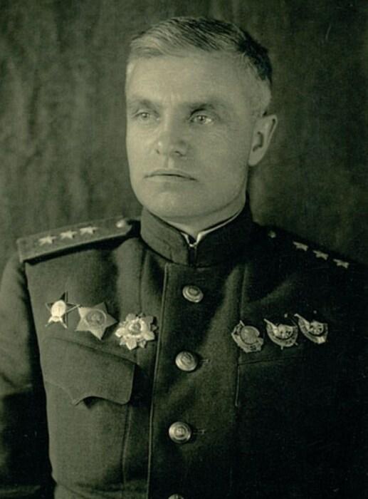 Командующий артиллерией Центрального фронта Василий Казаков. / Фото: www.marshalkazakov.ru