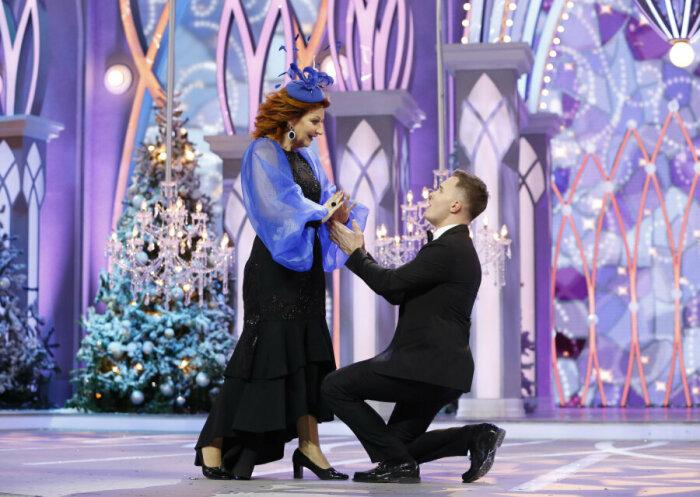 Елена Степаненко и Андрей Баринов на съёмках «Голубого огонька». / Фото: www.mlone.ru