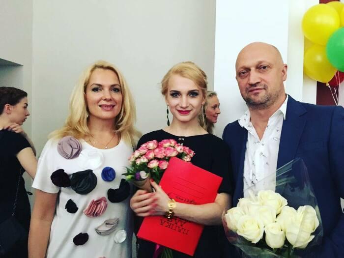 Гоша Куценко и Мария Порошина с дочерью Полиной. / Фото: www.eva.ru