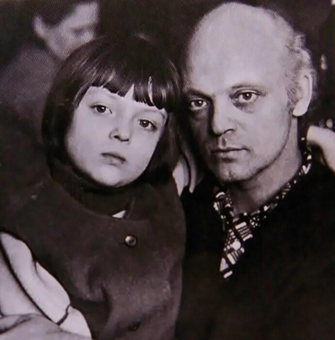 Владислав Дворжецкий с дочерью Лидой. / Фото: www.yandex.net