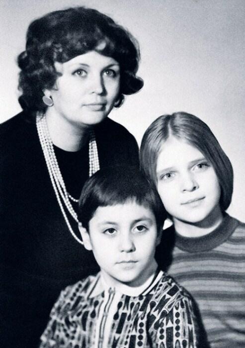 Татьяна Власова с детьми Леной и Степаном. / Фото: www.kioskplus.ru