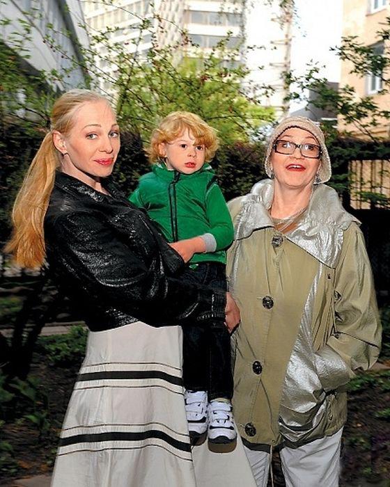 Нина Русланова с дочерью и внуком Кириллом. / Фото: www.tonpix.ru