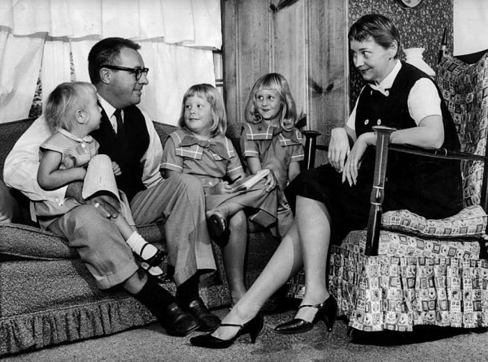 Рэй и Маргарет Брэдбери с детьми. / Фото: www.hij.ru