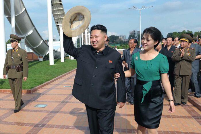Ким Чен Ын и Ли Соль Чжу. / Фото: www.newsweek.com