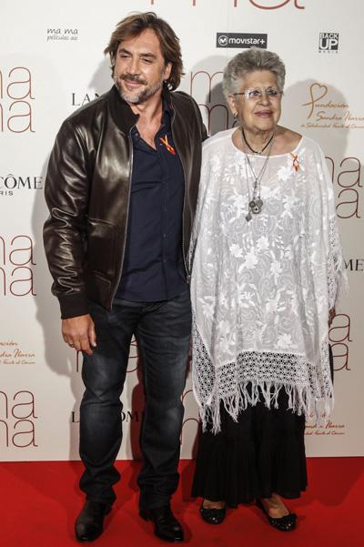 Хавьер Бардем с мамой. / Фото: www.spletnik.ru