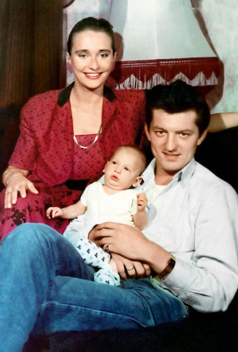 Ия Нинидзе и Сергей Максачев с сыном. / Фото: www.games-of-thrones.ru