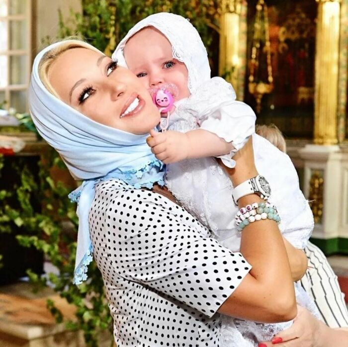 Лера Кудрявцева с дочерью. / Фото: www.vladtime.ru