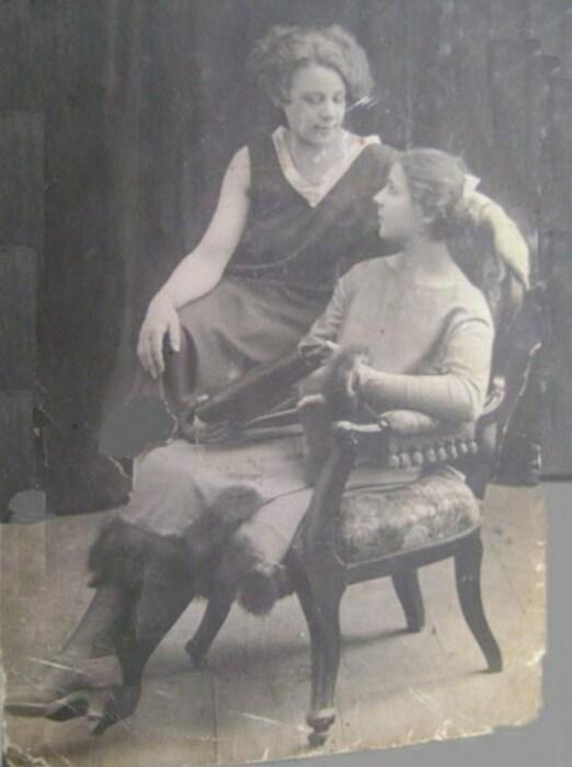 Клавдия Рыбина (справа) и ее сестра Лидия. / Фото: www.dslov.ru