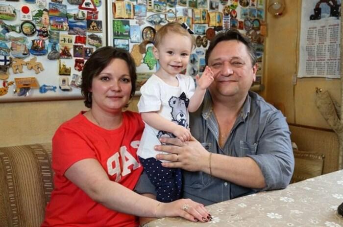 Александр Клюквин с женой и дочерью. / Фото: www.interesnoznat.com