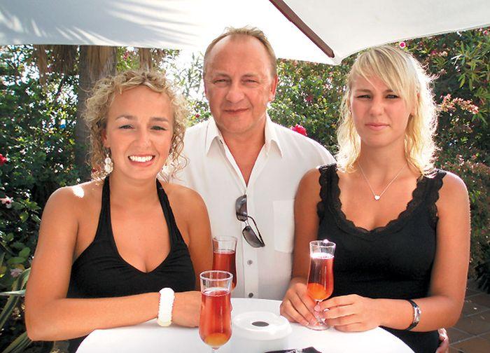 Януш Вишневский с дочками. / Фото: www.tele.ru