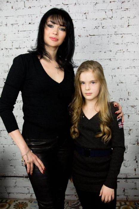 Юлия и Евгения Абдуловы. / Фото: www.forwomenonly.ru