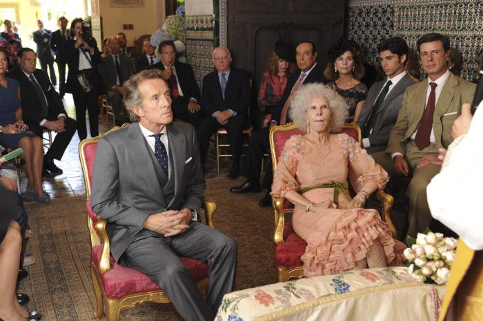 Каэтана Альба и Альфонсо Диез Карабантес в день бракосочетания. / Фото: www.alfa.lt