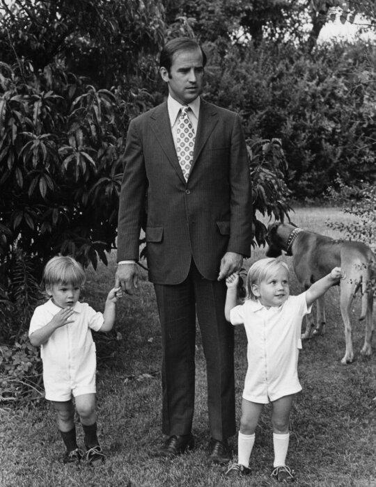 Джо Байден с сыновьями. / Фото: www.nytimes.com