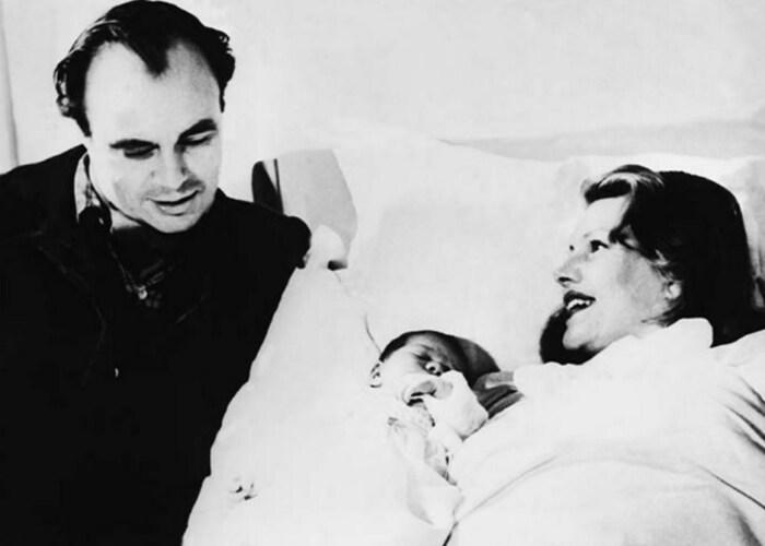 Рита Хейворт и Али Хан с новорожденной дочерью. / Фото: www.fspno.ru