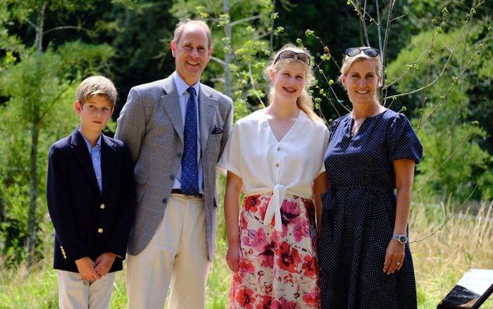 Принц Эдвард и Софи Рис-Джонс с детьми. / Фото: www.rbc.ua