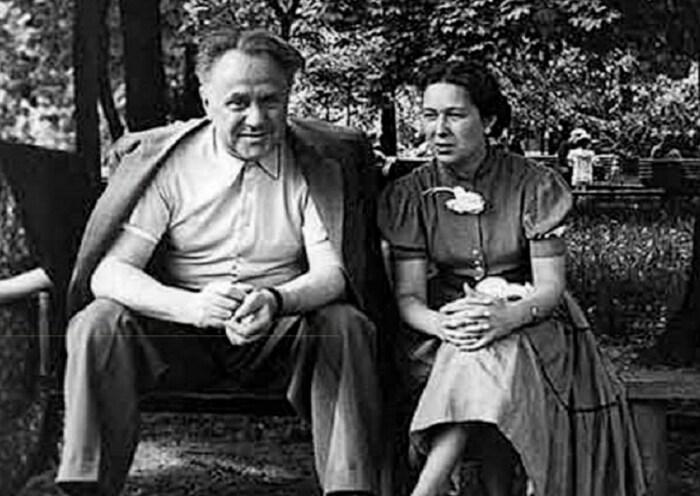 Михаил Жаров с женой. / Фото: www.litobozrenie.com