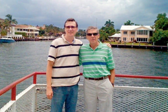 Виктор Ильичёв с сыном. / Фото: www.biografii.net