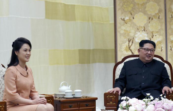 Ким Чен Ын и Ли Соль Чжу. / Фото: www.zimbio.com