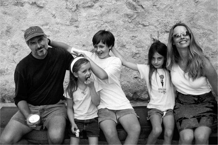 Стив Джобс и Лорен Пауэлл с детьми. / Фото: www.vittorioroncagli.it