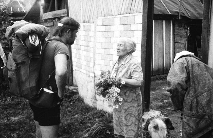 Внучатый племянник знаменитого лётчика Алексей Чкалов и Варвара Полякова, встреча в 1990 году. / Фото: www.aif.ru