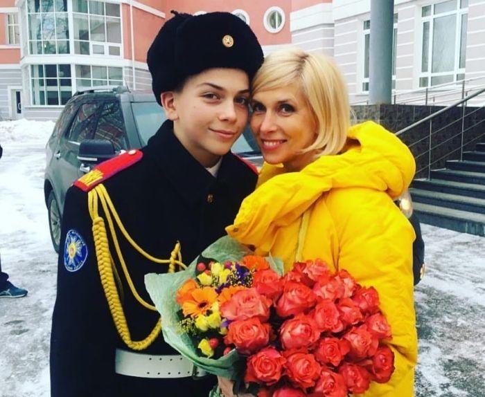 Алёна Свиридова с сыном Григорием. / Фото: www.sm-news.ru