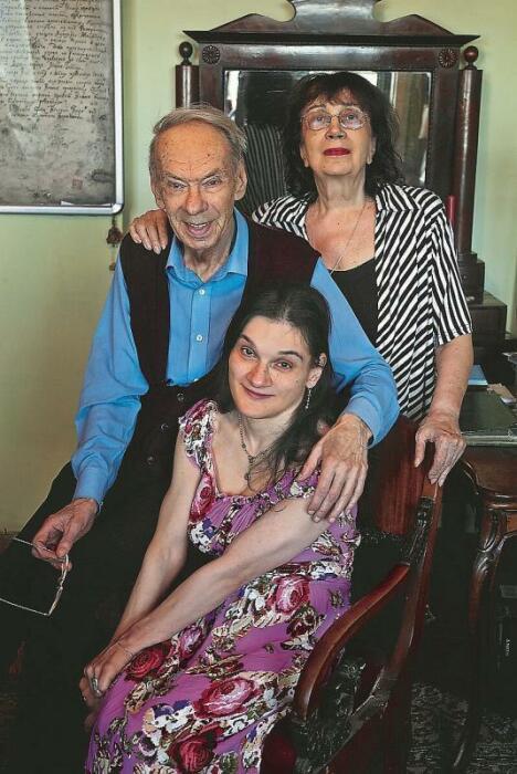 Алексей Баталов с женой и дочерью.  / Фото: www.popbio.ru